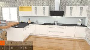 küchenplanung moderne zweizeilige küche mit halbinsel