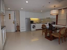 cuisine centre entrée cuisine salle à manger très spacieuses picture of
