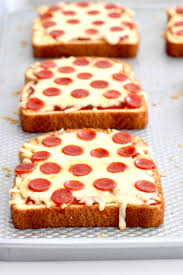 WATCH HOW EASY PIZZA TOAST IS TO MAKE
