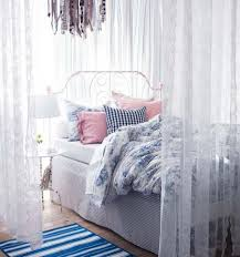 Ikea Small Bedroom Ideas by Best 25 Curtains Around Bed Ideas On Pinterest Enclosed Bed