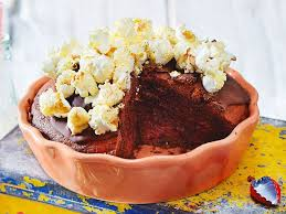 cola schokokuchen mit popcorn