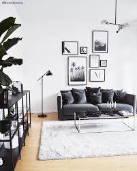 monochrom vibes in diesem wunderschönen wohnzimmer sorgen