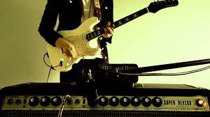 Chris King Robinson Plays A Hamiltone Guitar