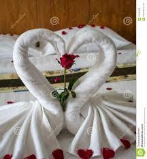 chambre pour amants lit dans la chambre d hôtel asiatique pour des amants image stock