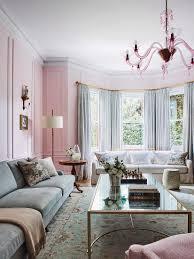 elegantes wohnzimmer mit erker in rosa bild kaufen