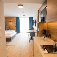 hotel leo apartments miesbach bayern bei hrs günstig buchen