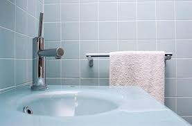 simple advice for cleaning bathroom tiles supersavvyme great britain