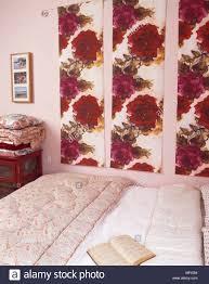 kleine rosa schlafzimmer mit roten gemustert