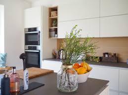 häcker küche grifflos in weiß lack matt mit bora kochfeld