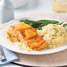 comment cuisiner un pavé de saumon pavés de saumon glacés à l orange et au romarin recettes