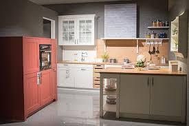 schüller musterküche verspielte landhaus küche mit vielen