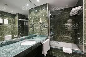 luxusbadezimmer in grünem marmor dekoration hotel wohngebäude stockfoto und mehr bilder architektur