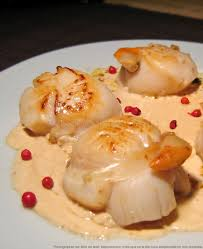 cuisiner les coquilles st jacques surgel馥s noix de st jacques poêlées sauce au chagne les épices rient