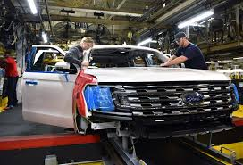 Ford Kicks Off Production Of 2018 Expedition In Kentucky | Carscoops The Ford Super Duty Is A Line Of Trucks Over 8500 Lb 3900 Kg Motor Co Historic Photos Of Louisville Kentucky And Environs Revs Up Large Suv Production To Boost Margins Challenge Gm Auto Parts Maker Invest 50m In Thanks Part Us Factory Orders 14 Percent September Spokesmanreview Will Temporarily Shut Down Four Plants Including F150 Factory Vintage Truck Plant How Apply For Job All Sizes 1973 Assembly Flickr Photo Workers Get Overtime After Pickup Slows