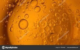 gelbe und orangefarbene blasen und tropfen wasser olivenöl