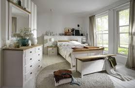 schlafzimmer landhausstil aus massivholz skanmøbler