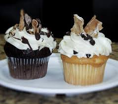 Drew Is Known For The One And Only Authentic Italian Cannoli Cupcake In Houston Regular Mini Cannolis Cookies Pastries Pies Are All Made