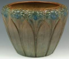 Brush McCoy Pottery Jardiniere Amaryllis Motif Matte Brown