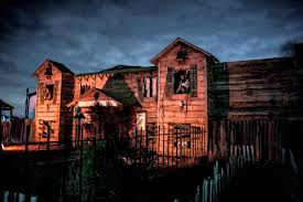 Best Halloween Attractions New England by 10 Spookiest Haunted Houses For Teens Family Vacation Critic