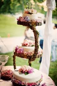 8 Amazing Rustic Wooden Wedding Cake Stand 9