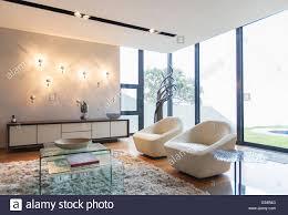 sessel und shag teppich in moderne wohnzimmer
