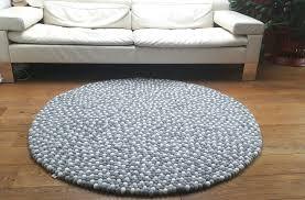 teppich aus filzkugeln rund oder eckig natur grau weiß