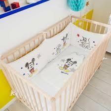 comment mettre un tour de lit bebe tour de lit velours mickey bébé garçon mickey kiabi 30 00