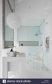 designer stuhl in luuxury badezimmer portugal