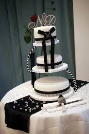 Elegant Black And White Wedding Cake