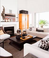 wohnzimmer in erdfarben mit deko im bild kaufen