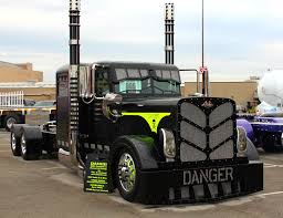 Peterbilt Show Trucks: Photos Of Cool Custom Semi Trucks!
