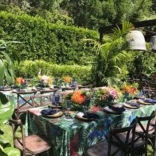 Sofia Vergara Black Dining Room Table by Sofia Vergara Turned Her Backyard Into A Sophisticated Dinner Party