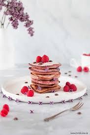rosa himbeer pancakes mit himbeerfruchtpulver