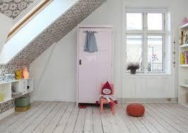 chambre bébé mansardée décorer une chambre d enfant mansardée joli place