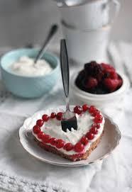 schneller kuchen vom blech mit joghurt schmand creme und