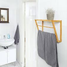 wandhandtuchhalter bambus mit ablage hbt 30 x 42 x 20 cm handtuchhalter zur wandmontage mit 3 handtuchstangen kleines badregal aus holz als