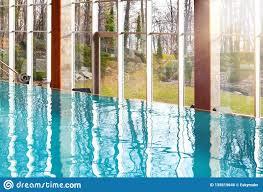 100 Infinity Swimming Luxurious Empty Pool With Big Glass Windows Stock