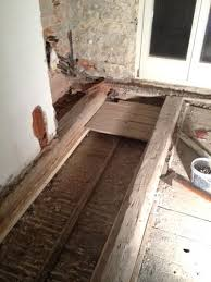 holzbalkendecke unter badezimmer
