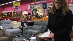 vendeur canapé en cuir ou en pvc le juste prix d un canapé
