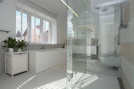 glas im badezimmer