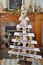 Make A Pallet Wood Christmas Tree Hgtvgardens Crafts Treesoc