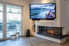 gaskamin und fernseher in wand für wohnzimmer u esszimmer