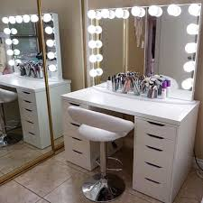 Vanity Ideas For Small Bedrooms by Best 25 Small Makeup Vanities Ideas On Pinterest Diy Makeup