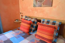 chambre d hotes orange suite château chaleur et couleurs chatoyantes avec parure de lit