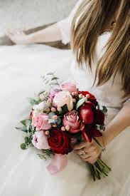 A dainty bination of classic red and pink roses