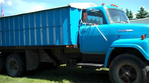 1975 IH TANDEM GRAIN TRUCK AUGUST 20 ,2011 MACK AUCTION CO - YouTube