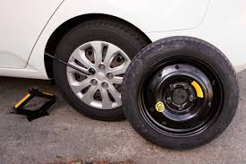 What Should I Do If I Get A Flat Tire? | CARFAX Blog