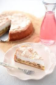 rhabarberkuchen mit pudding und baiser