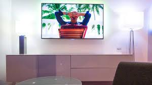 fernseher aufhängen so hängen sie den tv richtig auf welt