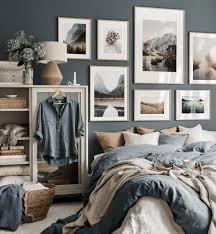 gemütliche schlafzimmer bilderwand naturbilder eichenrahmen